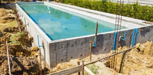 Construire une piscine b ton traditionnelle en kit for Cout installation piscine