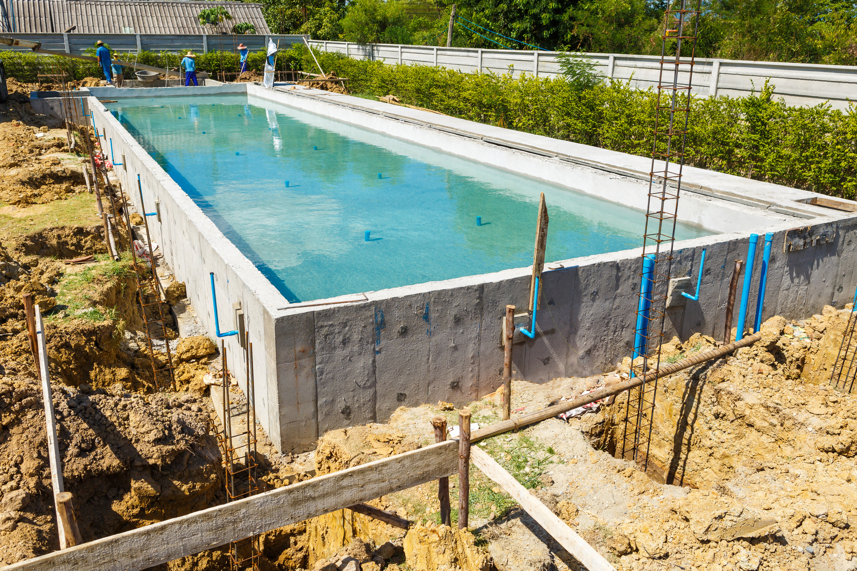 Construire une piscine b ton traditionnelle en kit for Piscine dure hors sol